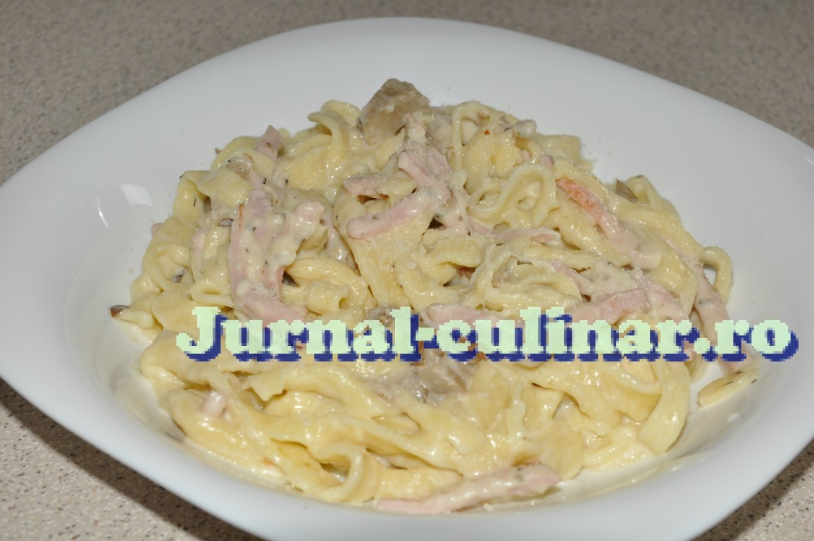 paste carbonara cu smantana dulce si bacon