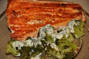 somon cu broccoli si sos alb de smantana