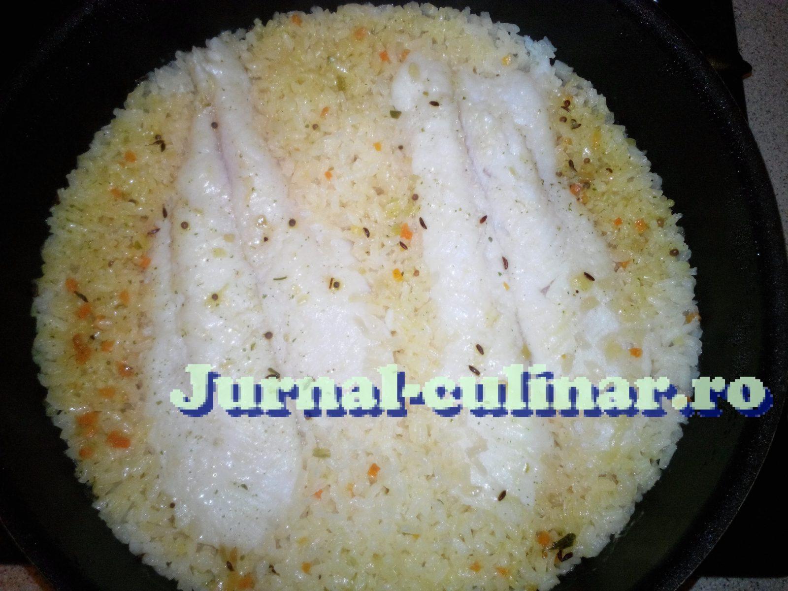 Peste cu orez curry si chimen