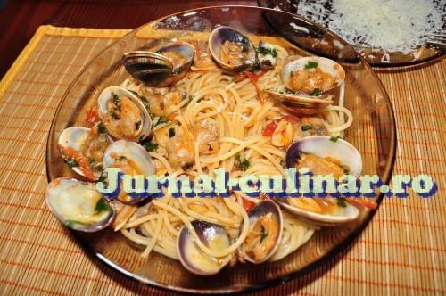 Spaghetti cu vongole (scoici)