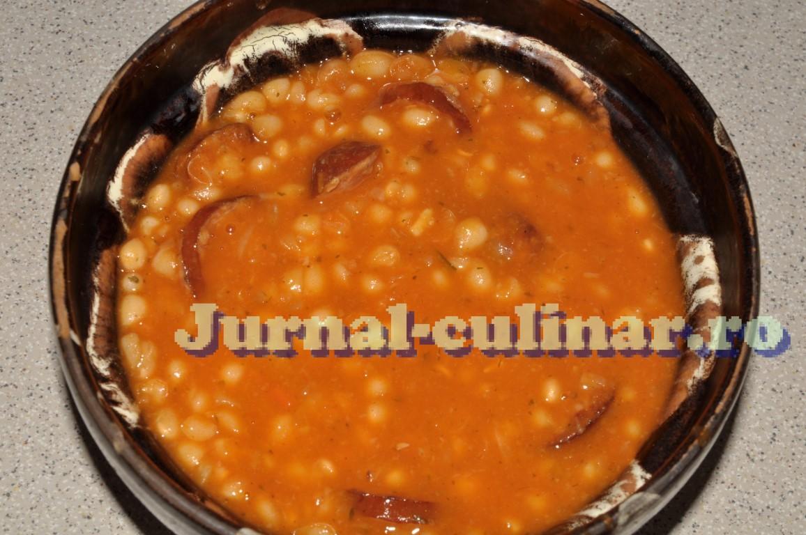 Mancare de fasole cu carnati (iahnie)