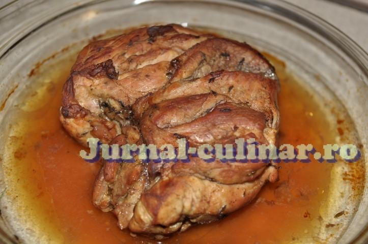 Carne de porc la cuptor, friptura cu sos