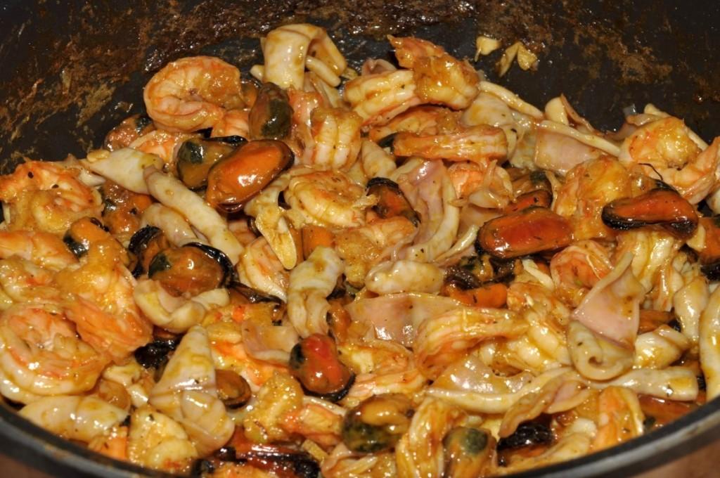 calamar midii creveti la tigaie cu orez